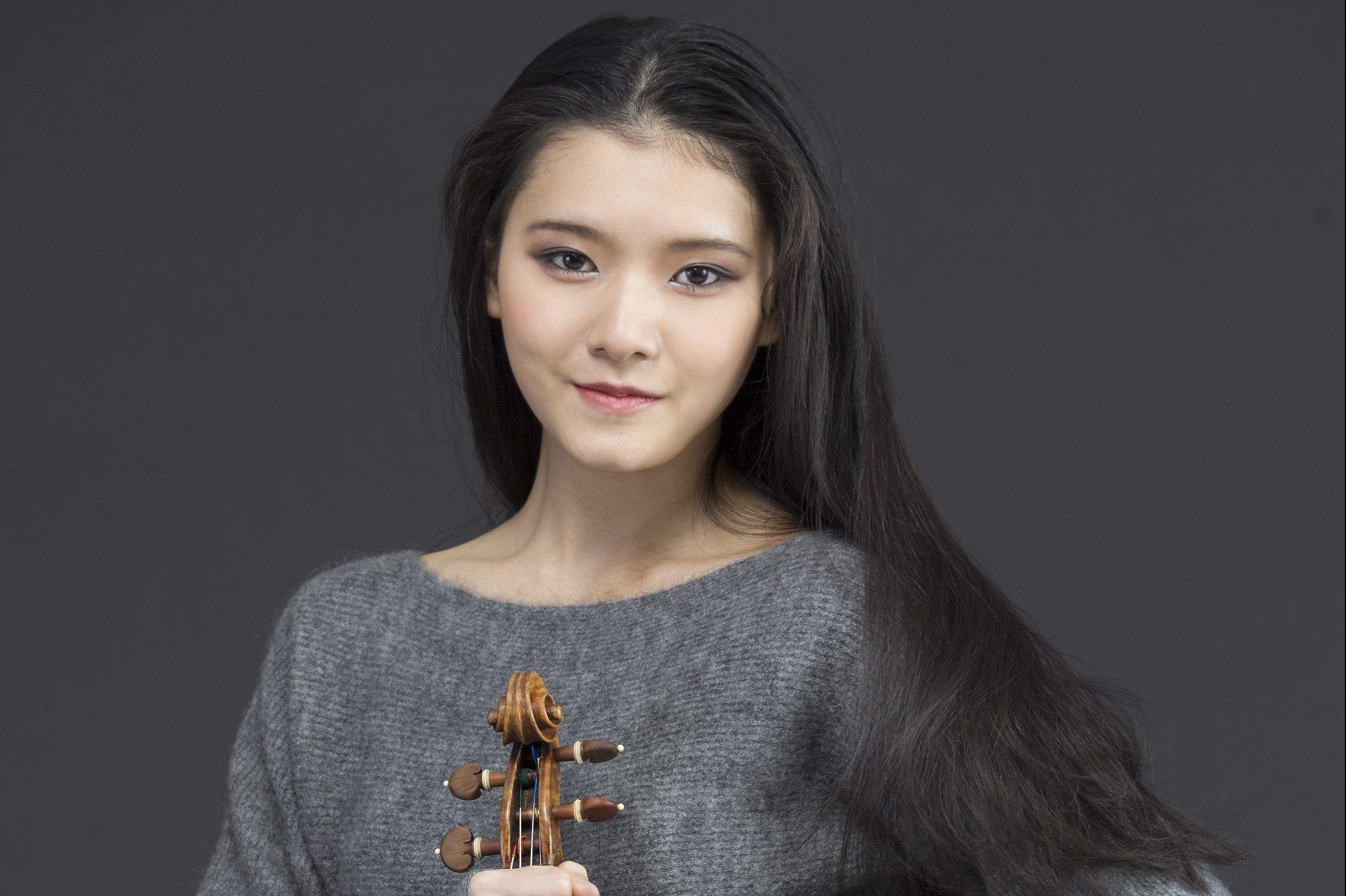 Moné Hattori performs with Yutaka Sado, live on television 3