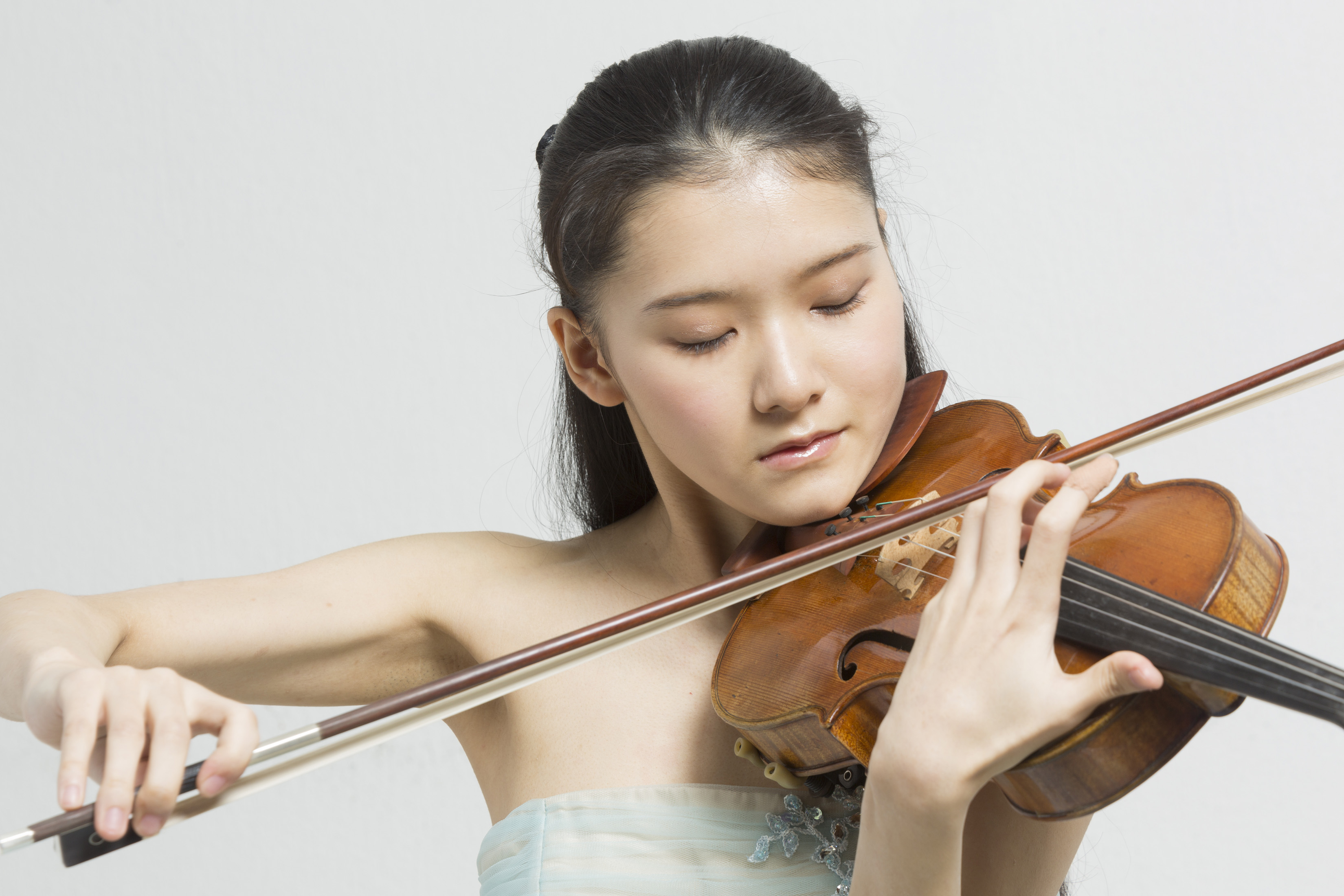 Moné Hattori will be on tour with the Japan Century Symphony Orchestra 4