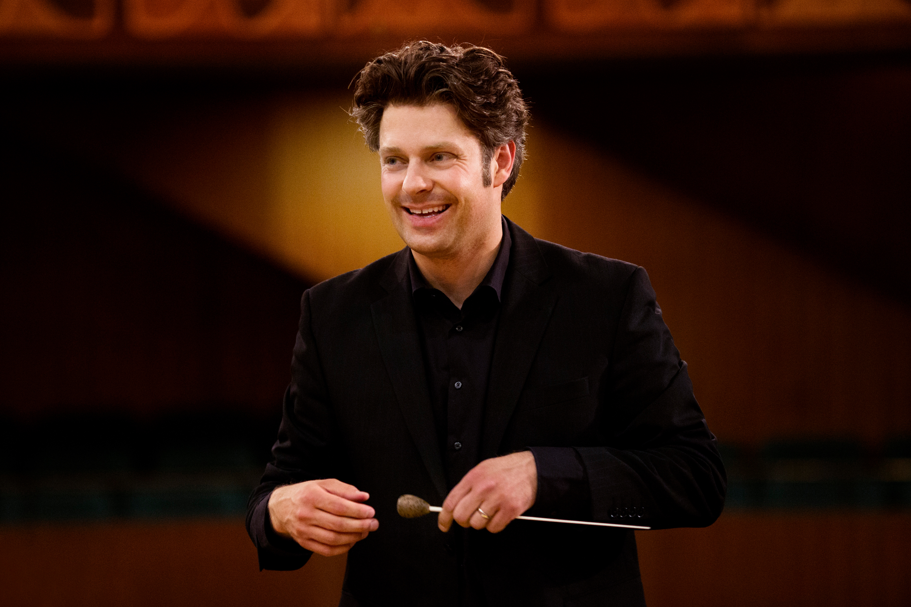 Joseph Bastian conducts the Tiroler Symphonieorchester