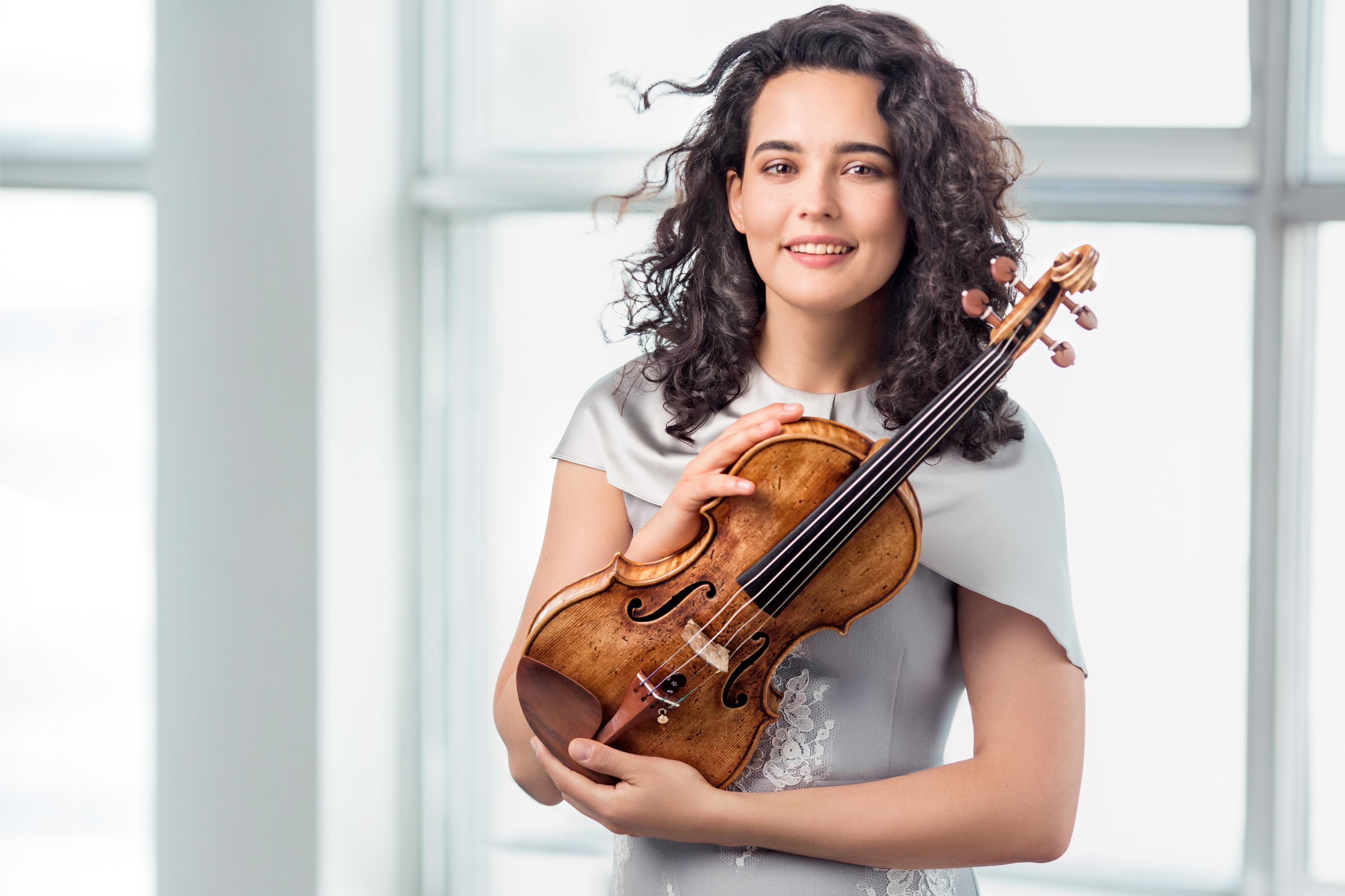 Alena Baeva debuts with the London Philharmonic Orchestra 1