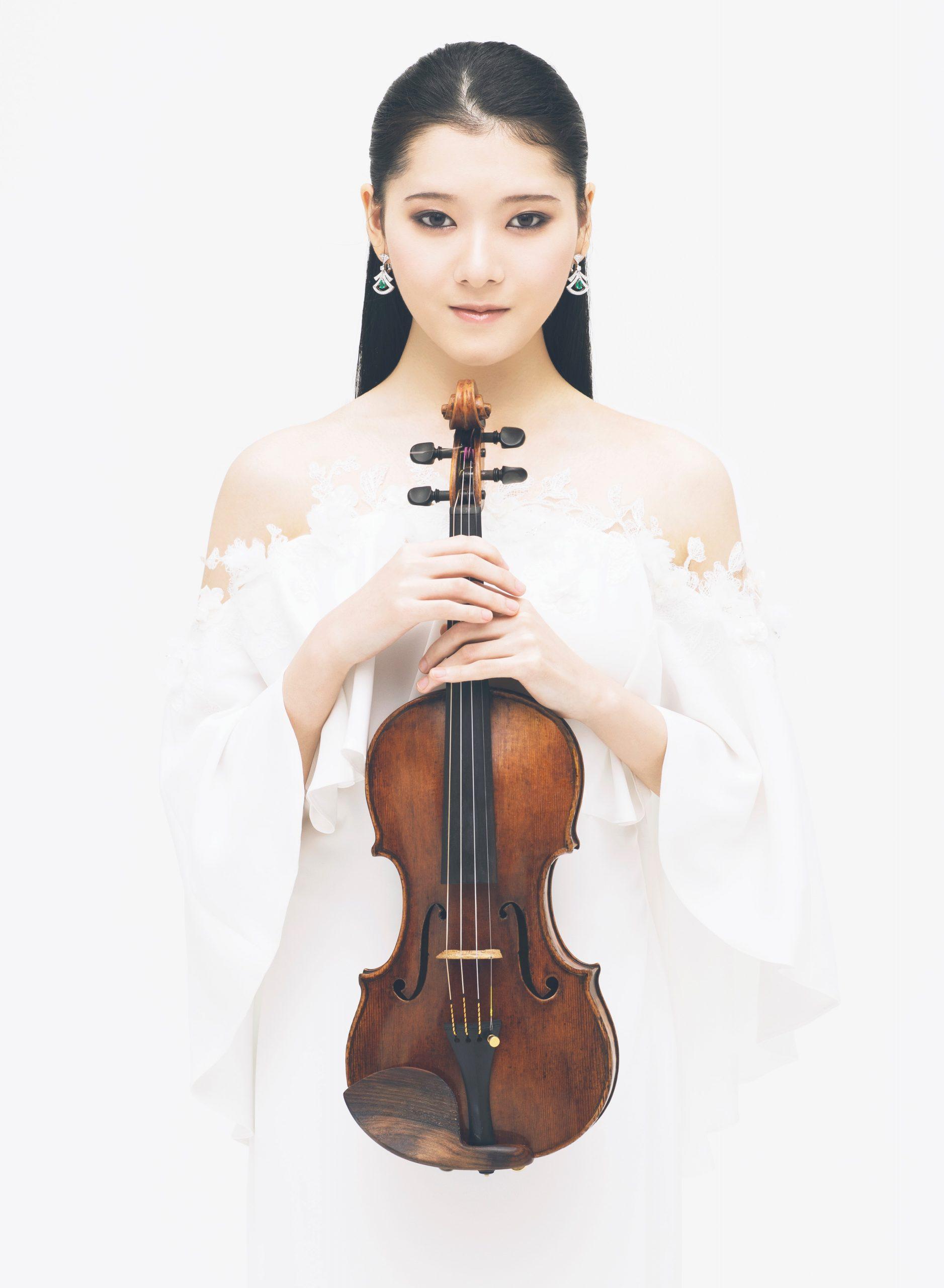 Moné Hattori performs in Japan